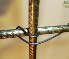 Вязка арматуры для фундамента: разбираемся чем и как лучше соединять секции между собой