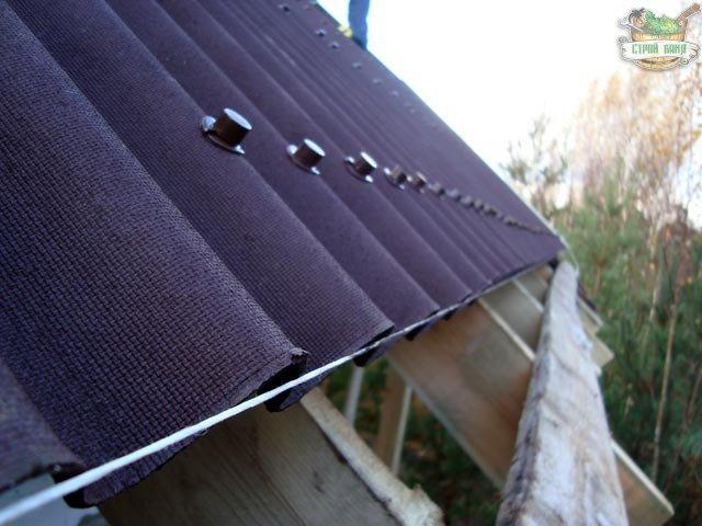Монтаж ондулина на крыше каркасной бани
