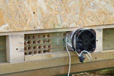 Приточный вентилятор на отверстиях вентканала
