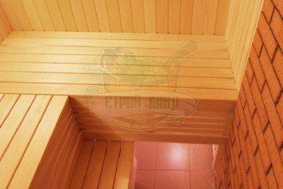 Обшивка полков деревянными рейками
