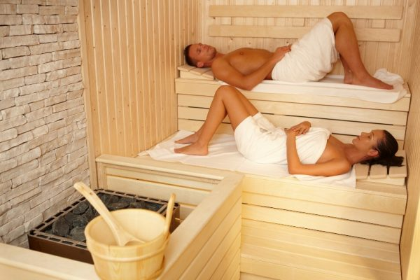 Мужчина и женщина в бане