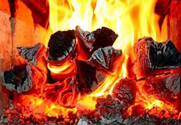 Дрова горят