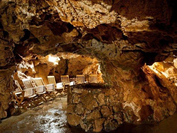 Баня в пещере Джутси