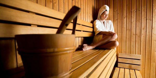 Девушка париться в бане