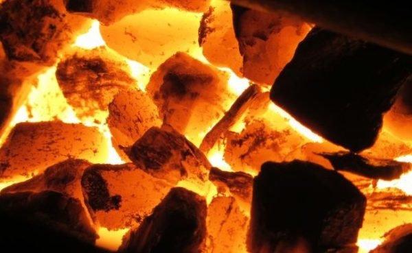 Разогретая печь с углём