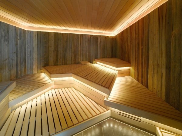 красивые полки в бане
