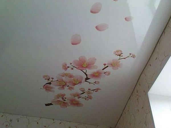 как заделать дырку на натяжном потолке