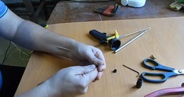 разборка пистолета для монтажной пены