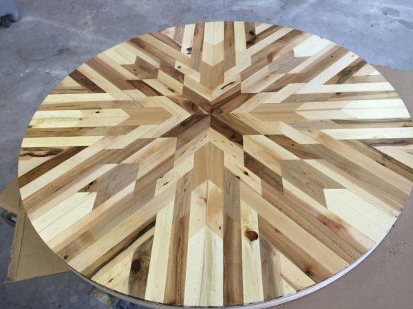 Красивая мозаика из дерева