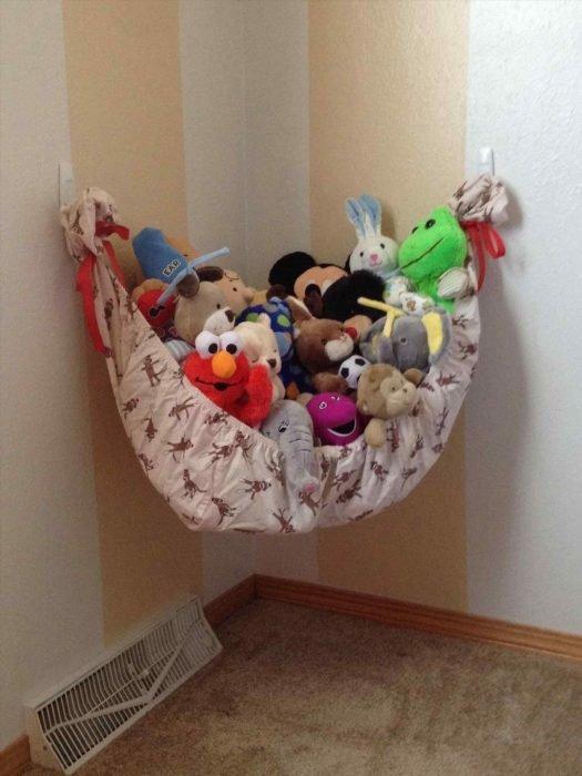 Хранение игрушек в гамаке