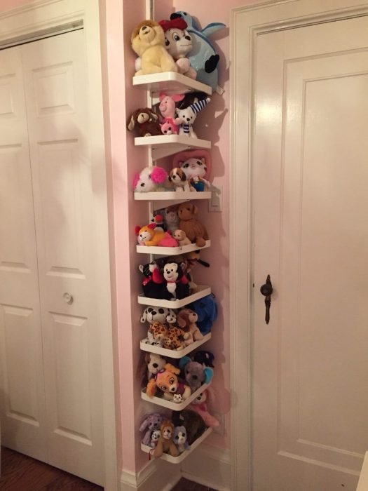 Угловая этажерка для мягких игрушек