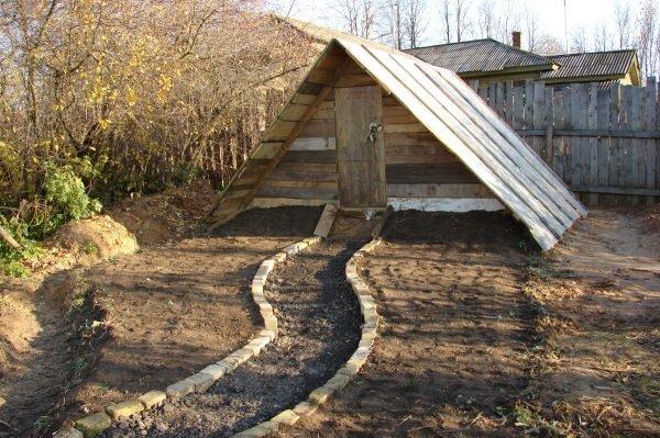 Погреб в форме крыши