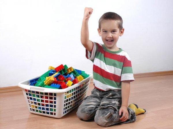 Игрушки в ящике