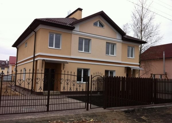 Дом на 2 семьи