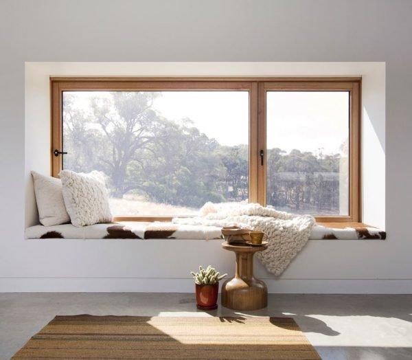 Окно без штор в интерьере