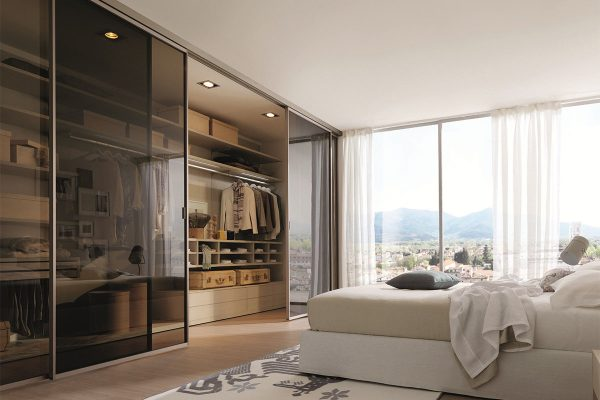 спальня с шкафом купе во всю стену
