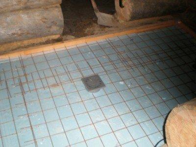 Арматурная сетка усилит бетонную плиту и не позволит ей треснуть даже под значительными нагрузками или перепадами температур