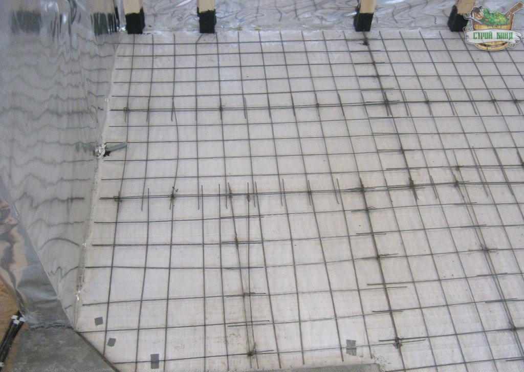 Монтаж кладочной сетки на пароизоляцию