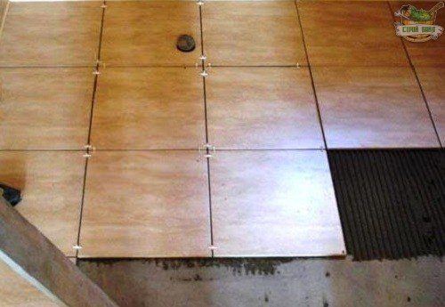 Укладка плитки на стяжку в каркасной бане