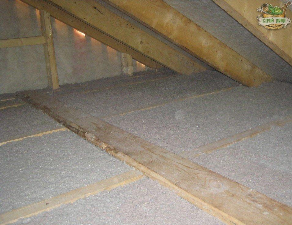 Потолок, утепленный эковатой