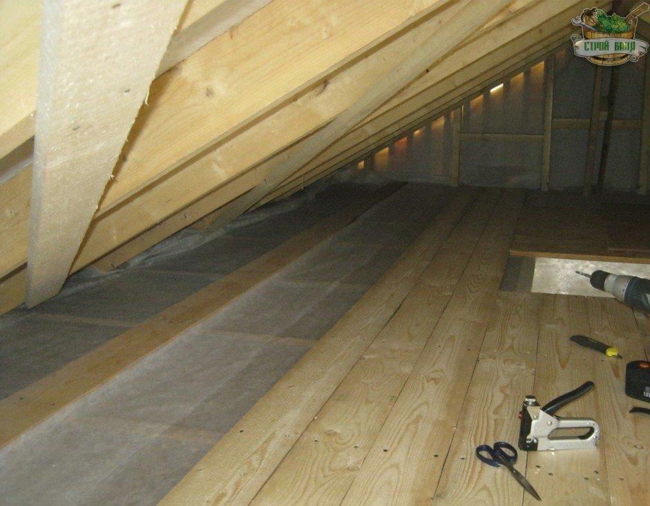 Обшивка потолка шлифованными досками
