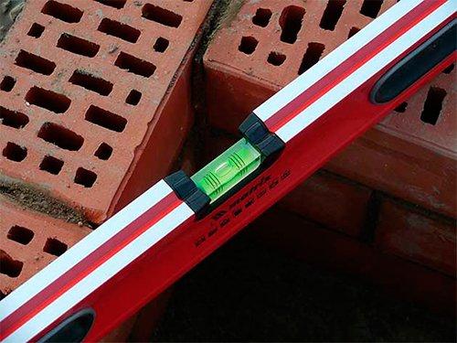 Какой строительный уровень лучше: как выбирать контрольно-измерительные устройства