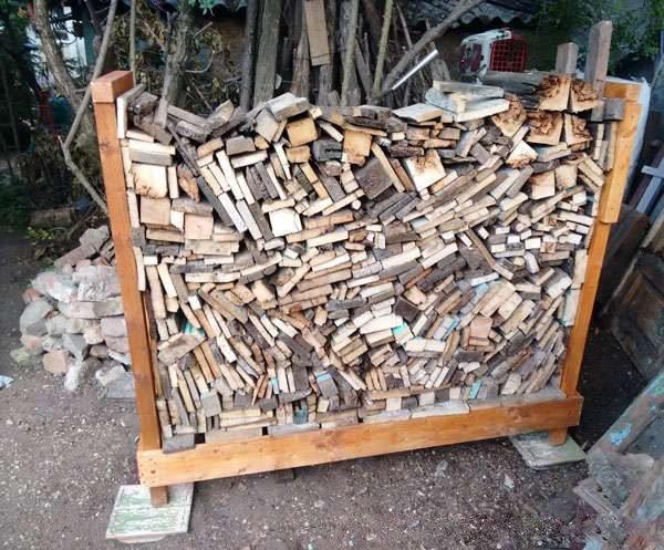 Готовая дровница из дерева