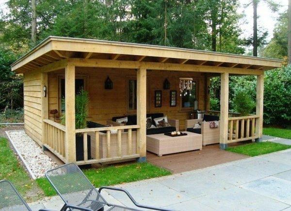 Баня с террасой и барбекю из дерева