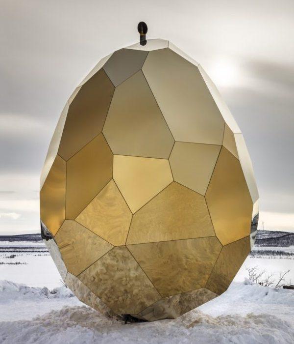 Сауна в виде золотого яйца