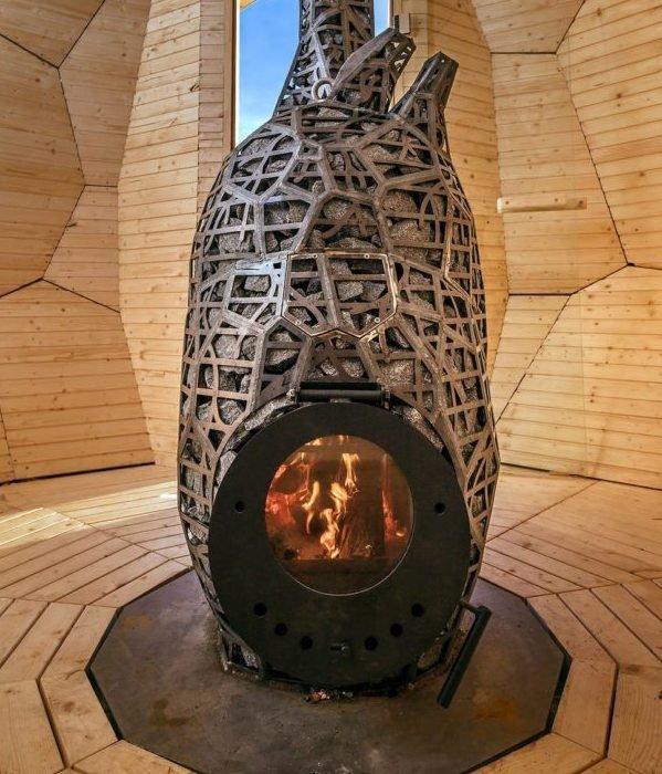 Необычная печь в интерьере сауны