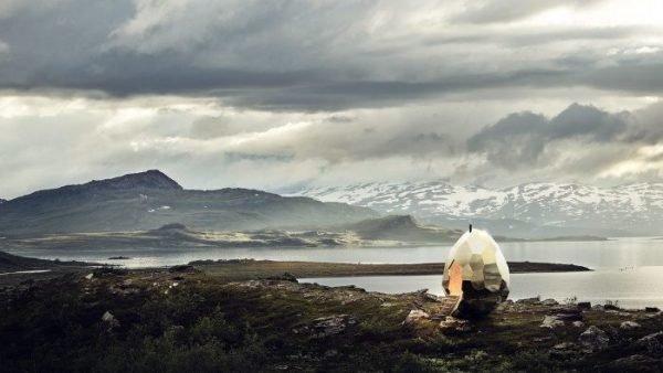 Поразительный шведский ландшафт с золотым яйцом