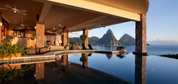 Бассейн в Jade Mountain