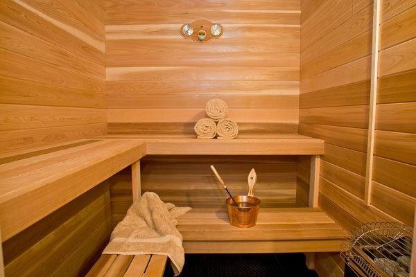 отделка бани внутри липовыми досками