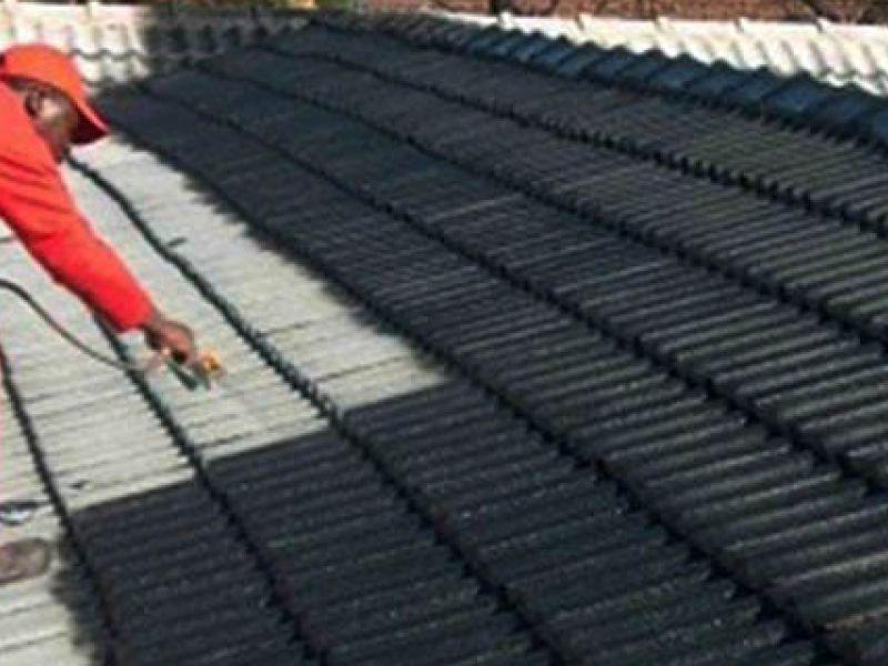 Совет специалиста: чем заделать трещину в шифере на крыше