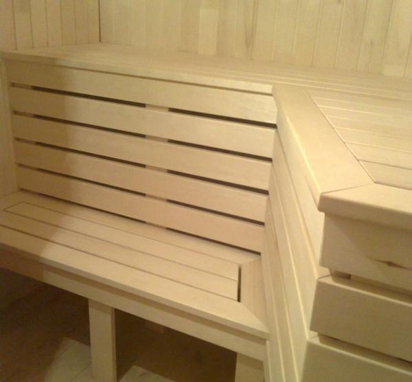 Полог в бане из светлой древесины