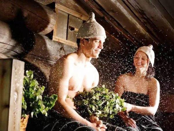 Девушка и парень в бане