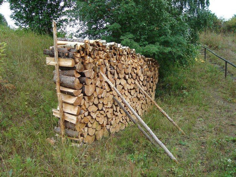 Как сложить из дров поленницу, возможные ошибки