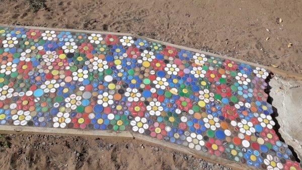 дорожки из пробок от пластиковых бутылок