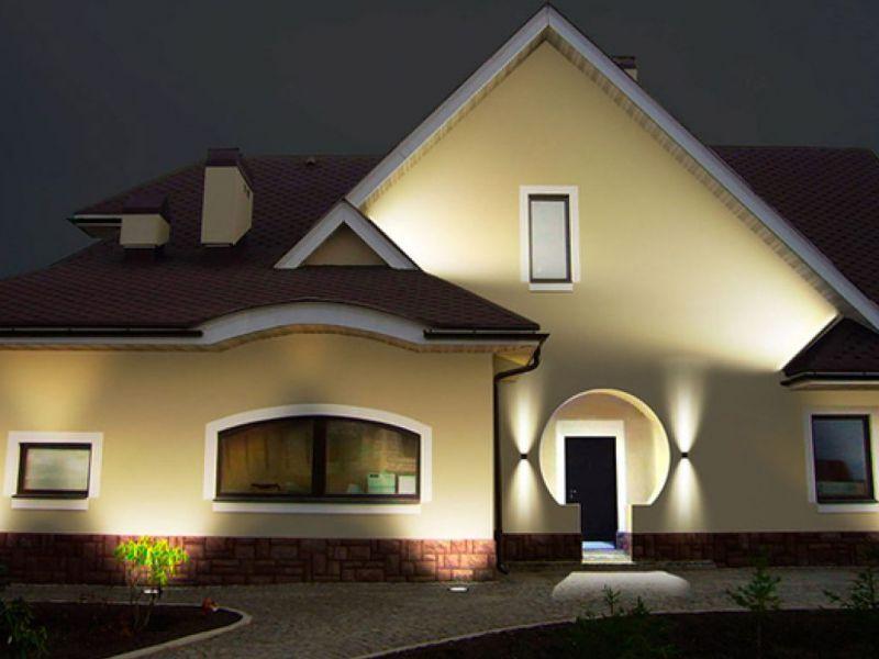 Подсветка крыльца загородного дома: подборка фото