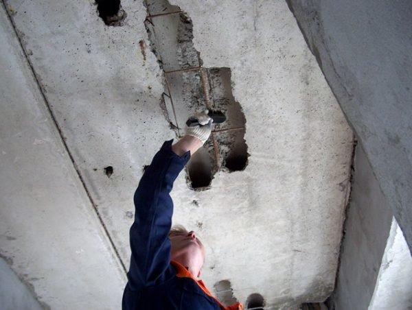 Заделывание дырки в потолке