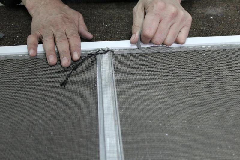 Замена москитной сетки своими руками: простая инструкция