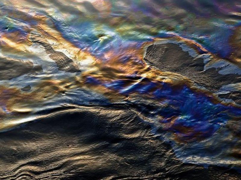 Вода с радужной плёнкой из скважины: причины и способы устранения проблемы