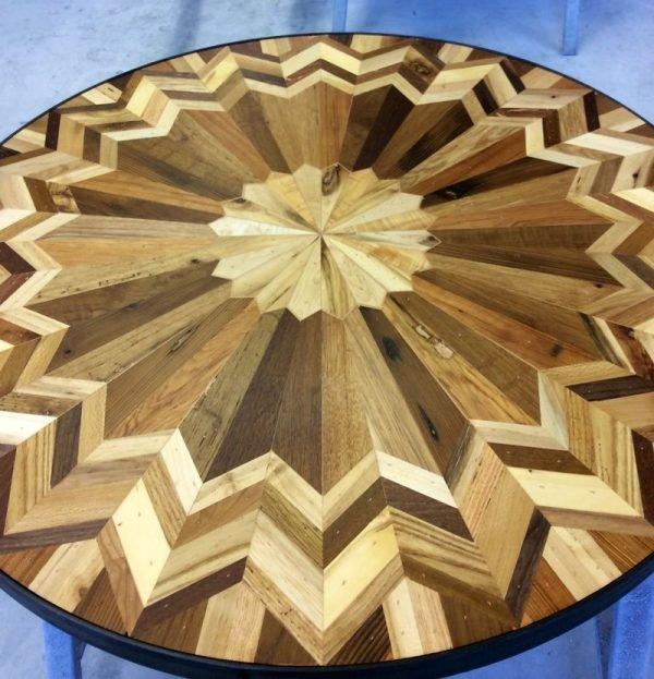 Деревянная мозаика в виде орнамента