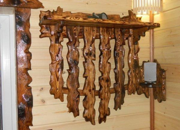 Вешалка из дерева