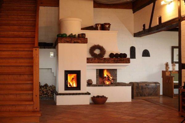 Буржуйка с горящими дровами