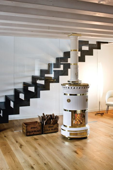 Печной прибор возле лестницы