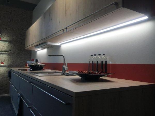 Линейная подсветка на кухне
