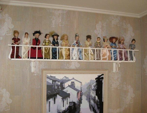 Полка для хранения кукол