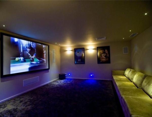 Домашний кинозал в подвале частного дома