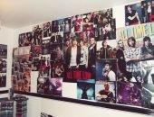 Плакаты на стене